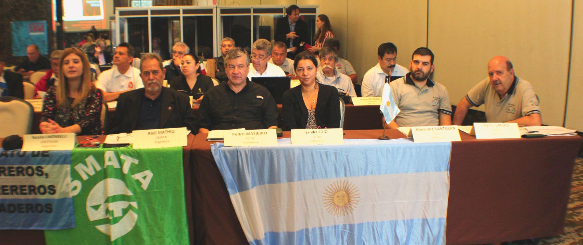 Raul Mathius de SMATA, Pedro Wasiejko y Sandra Fojo de FeTIA