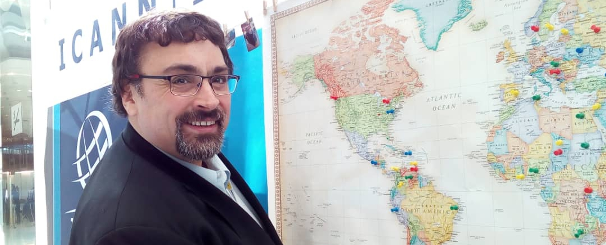 En el día de ayer, en Barcelona, oficialmente asumió como presidente de la región de América latina y el Caribe por el sector de los Usuarios de Internet, un argentino, nuestro compañero Sergio Salinas Porto.